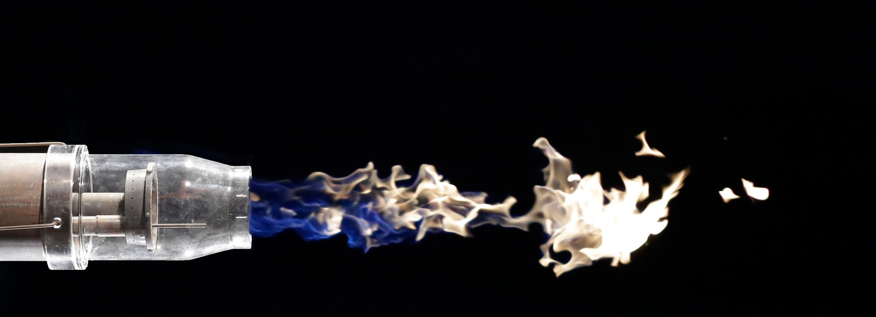 Industriebrenner mit Flamme